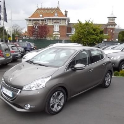 Peugeot 208 d'occasion (03/2012) disponible à Villeneuve d'Ascq