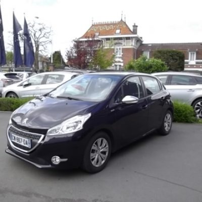 Peugeot 208 d'occasion (06/2013) disponible à Villeneuve d'Ascq